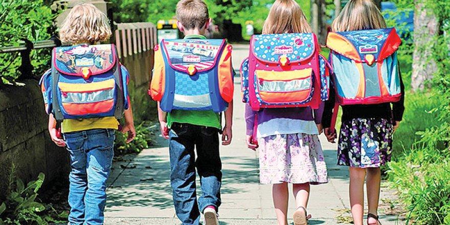 Ağır çantalar öğrencilere sağlık problemi olarak geri dönüyor