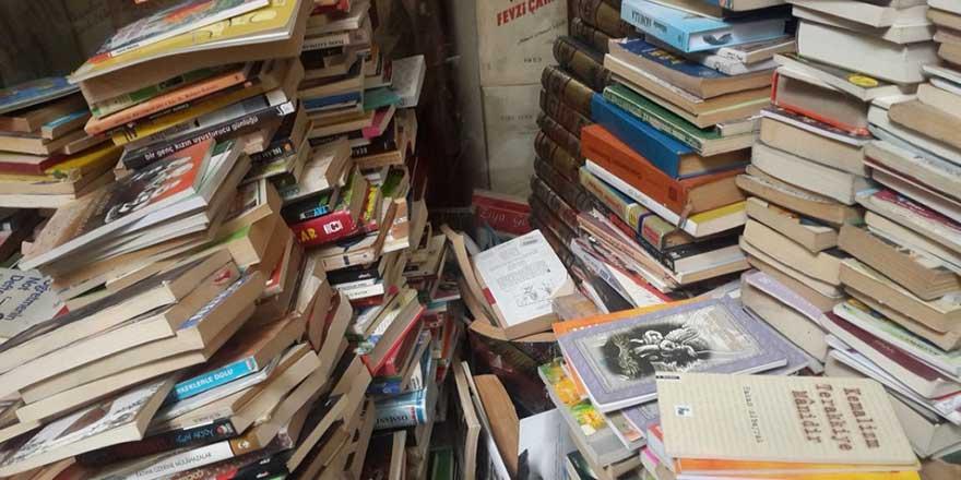 24 kitabevine operasyon: 54 bin korsan kitap