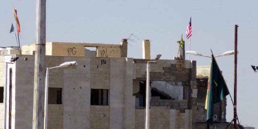 Suriyeliler 'bayrak değişimi' oyununa tepkili