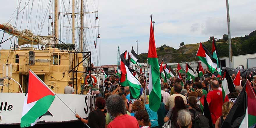 İsrail'den Gazze'ye giden yardım teknesine tehdit