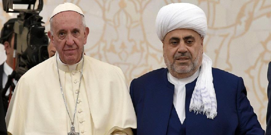 Papa'ya Kur'an-ı Kerim hediye edildi