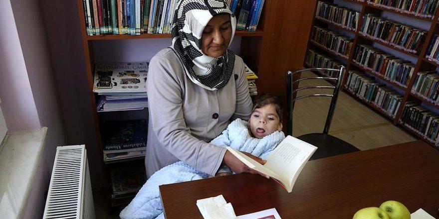 'Çocukları okusun' diye servisle kütüphaneye gidiyorlar
