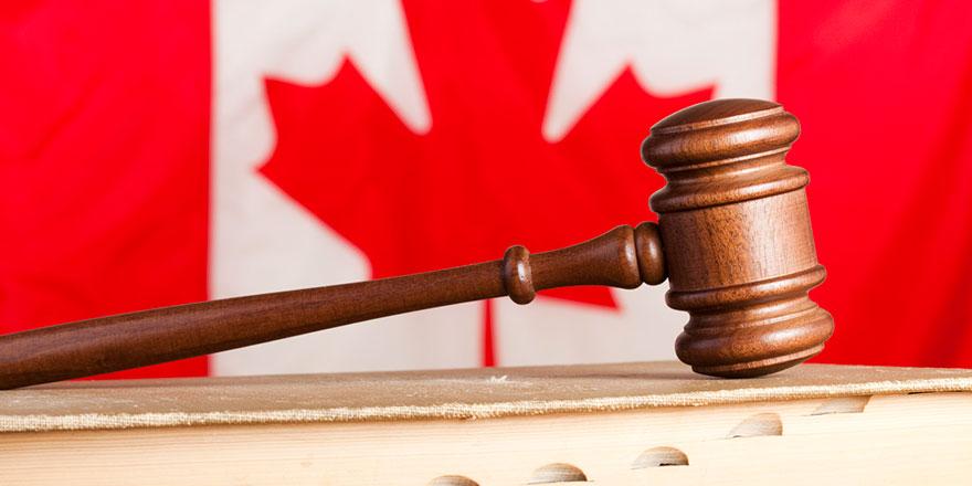 Kanada Yüksek Mahkemesi'nden başörtü karşıtı hakime ders