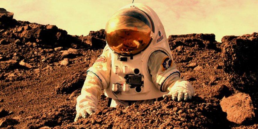 İlk insan Mars'a o tarihte ayak basacak!