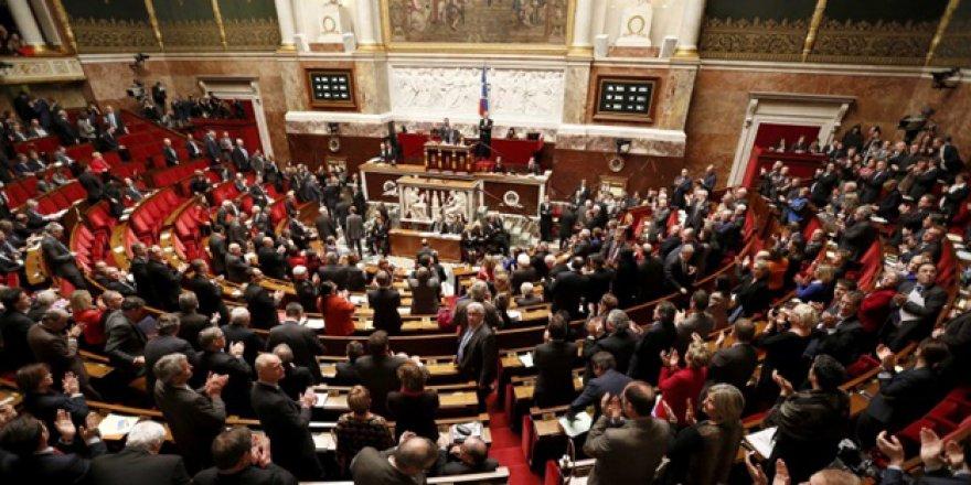 Fransa'dan alçak yasa tasarısına onay!
