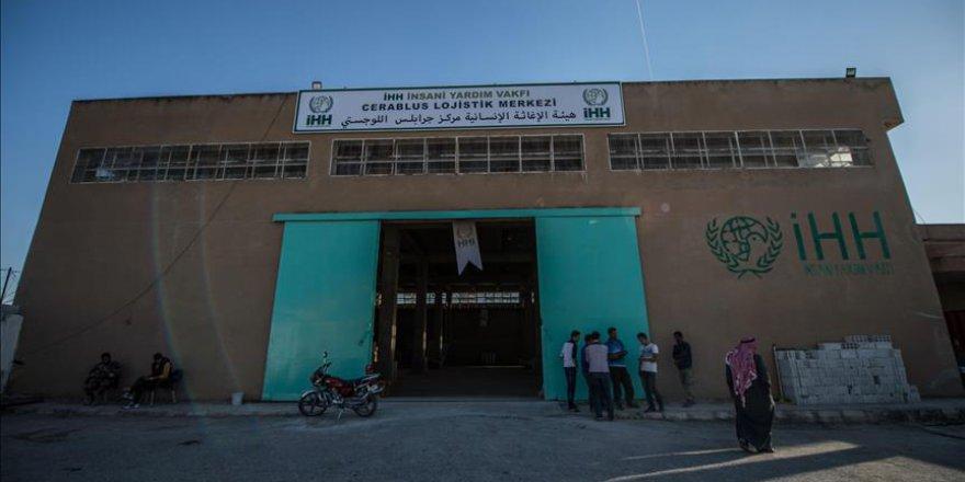 İHH Cerablus'ta 8 bin kişiye sıcak yemek dağıtıyor