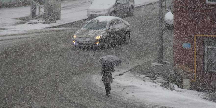 Erzurum ve Kars'ta kar yağdırılmaya başlandı
