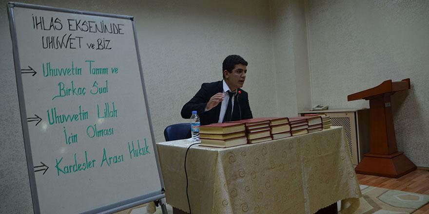 Üniversiteli gençler 'İhlas Ekseninde Uhuvvet' seminerinde buluştu