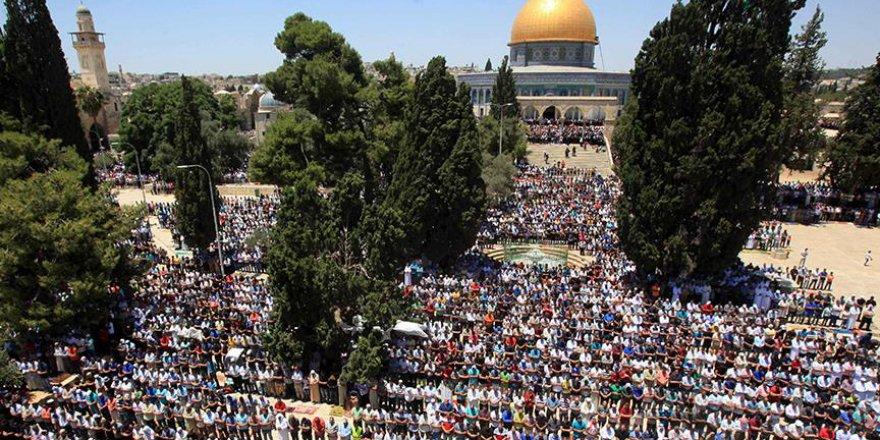Binlerce kişi Mescid-i Aksa'da cuma namazı kıldı