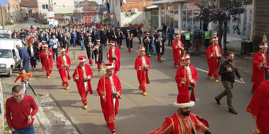 Kosova'da 'Milli irade için demokrasi yürüyüşü'