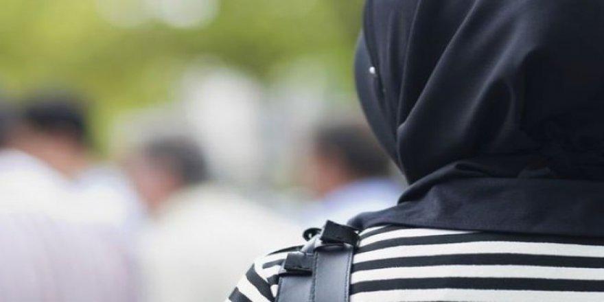 İngiltere'de başörtülü kadına çirkin saldırı