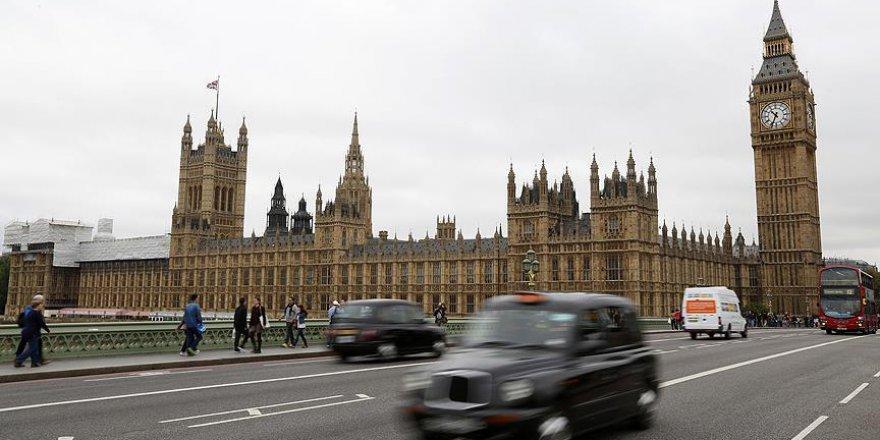 İngiliz parlamentosunda sığınmacıları aşağılayan poster