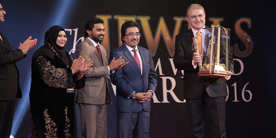 İslam Dünyasının En İyileri ödülünü alan ilk Türk: Dr. Mustafa Aydın