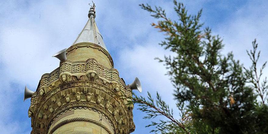 Cami minaresini hatıra olarak götürmüşler