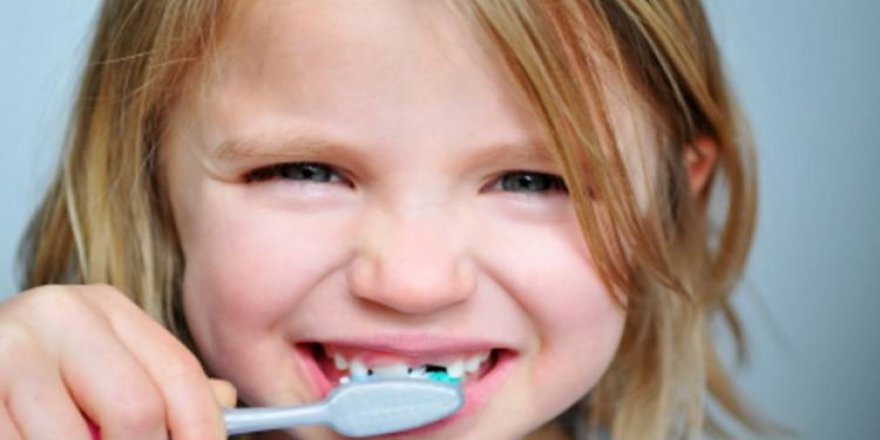 Süt dişleri daimi dişlerin geleceği için önemli
