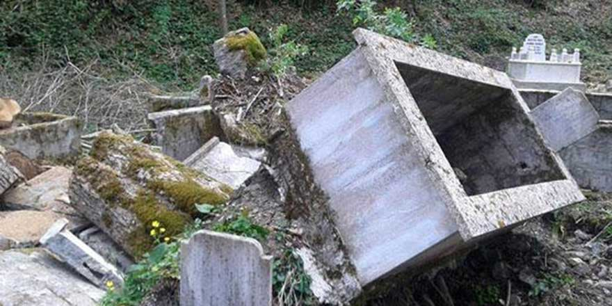 İşgalci İsrail polisi Müslüman mezarlığındaki şehit mezarlarını kırdı