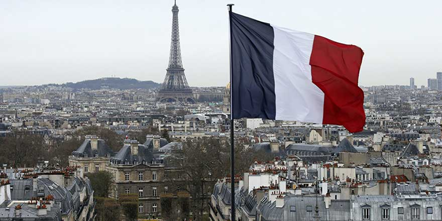 Paris'te yoğun kar yağışı etkili oldu
