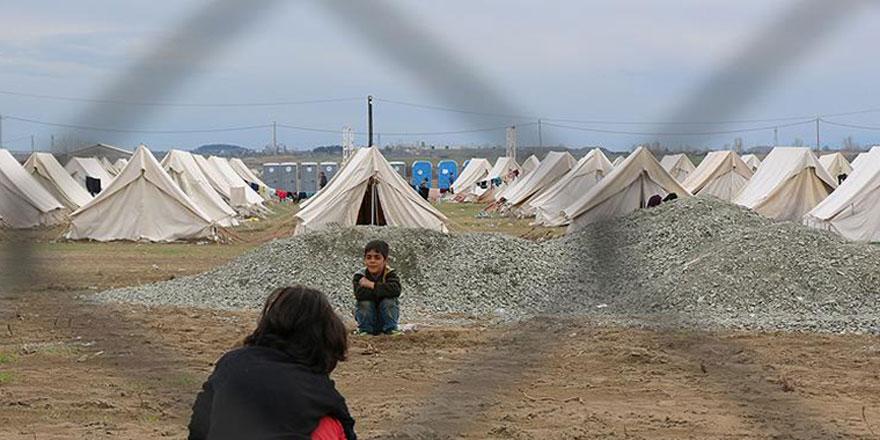 Kamplardaki Suriyeliler ilk iftarlarını yaptı