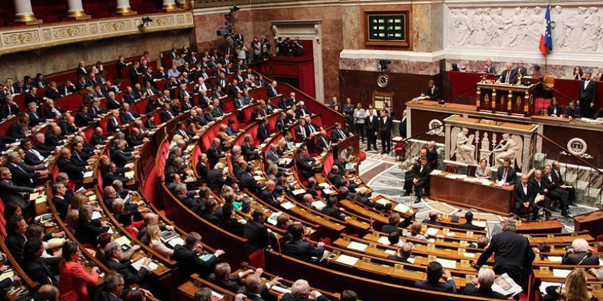 Fransa milletvekilleri 'yakın akraba danışmanlarını' tartışıyor