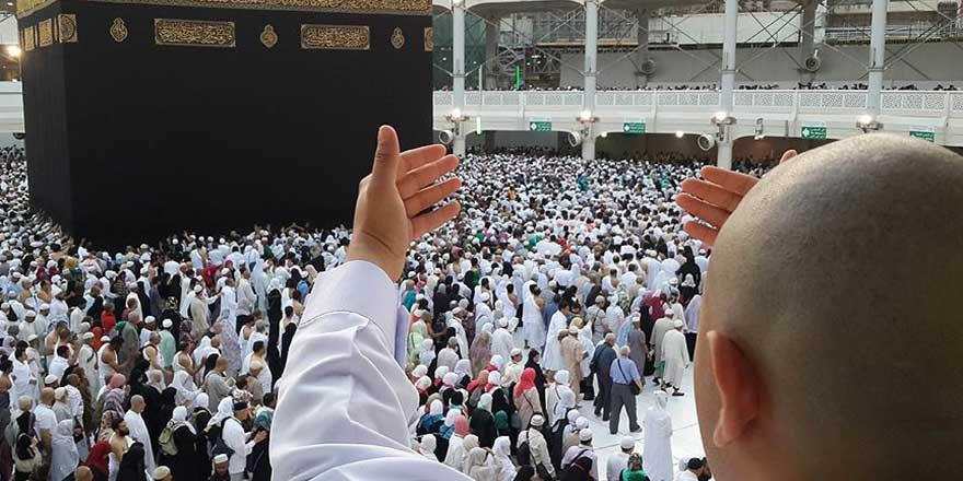Müslümanlar gözyaşlarıyla Kabe'ye akın etti