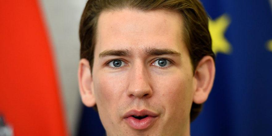 Eski başbakanın seçim vaadlerinin başında başörtüsü geliyor