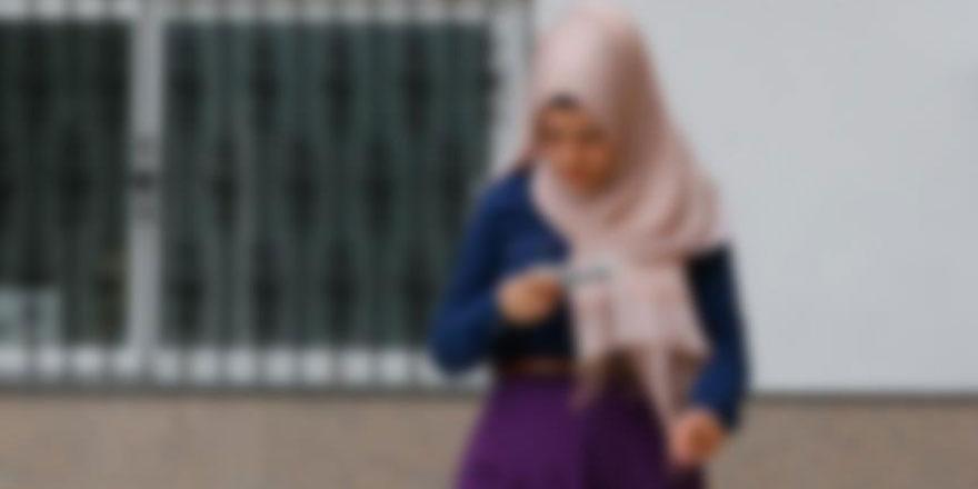 Yeni Müslüman olan kadınlar: Lütfen resmimizi başörtülü çekin