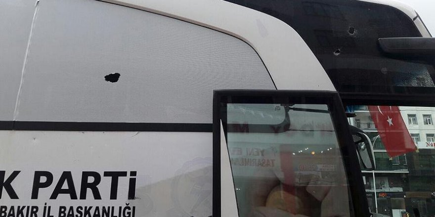 AK Parti otobüsüne taşlı saldırı