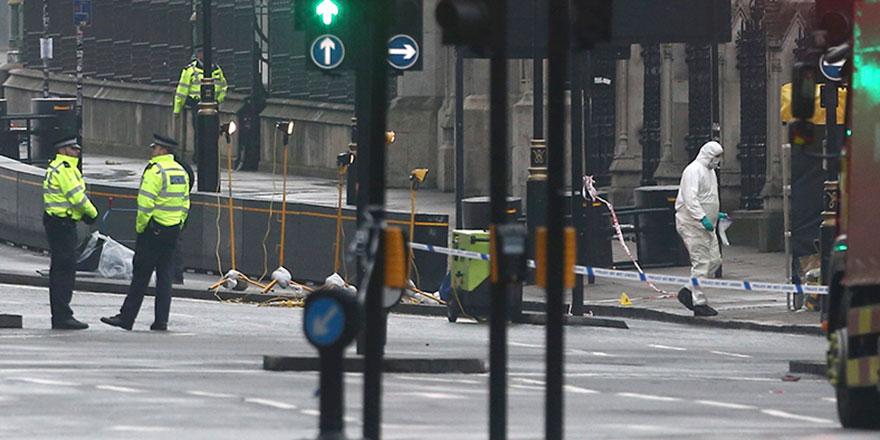 Londra'da önemli binaları silahlı askerler koruyor