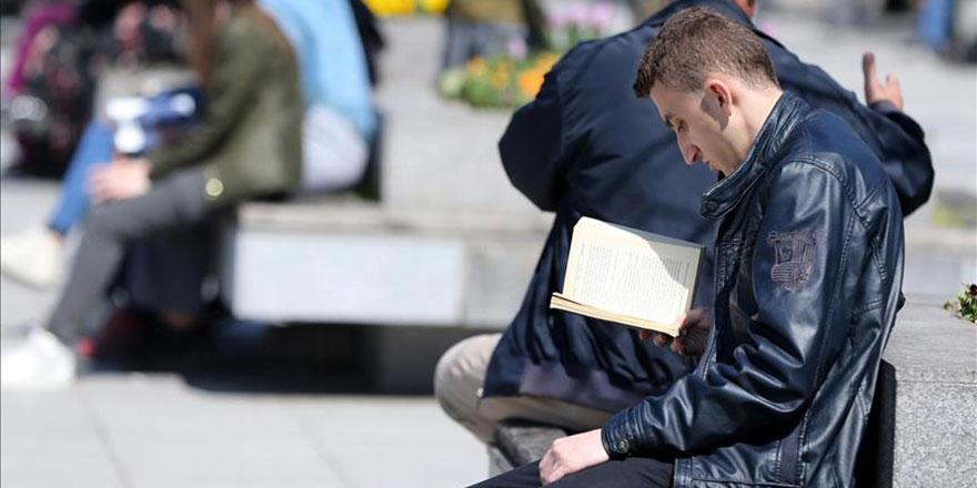 Kitap okuyanları televizyon izleyenlerden ayıran başarı