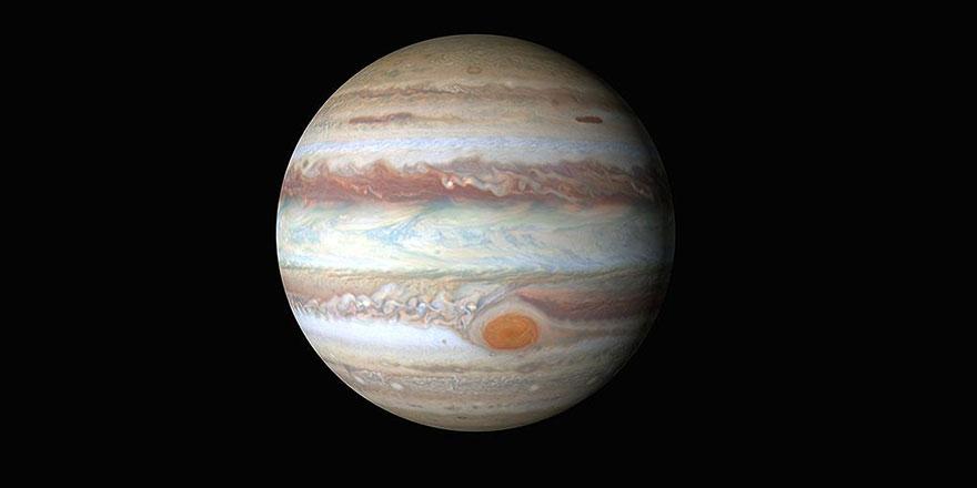 Hubble, Jüpiter'de yeni oluşan devasa fırtına görüntülerini yakaladı