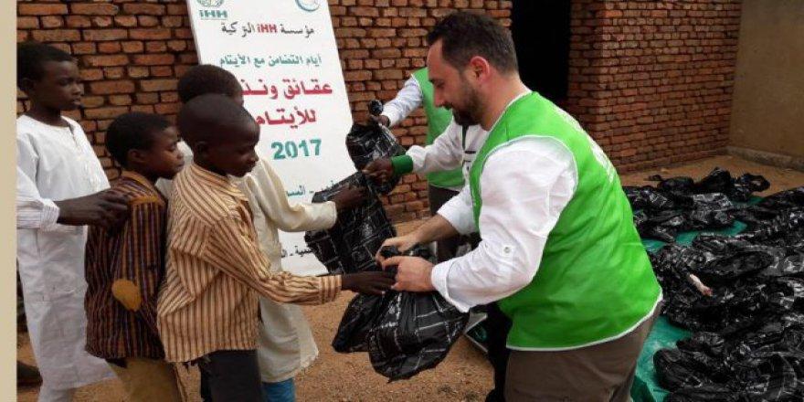 İHH Sudan'da yetimleri sevindirdi