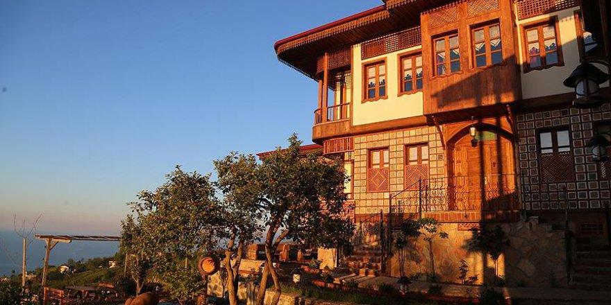 Osmanlı geleneklerini yaşatmaya çalışıyor