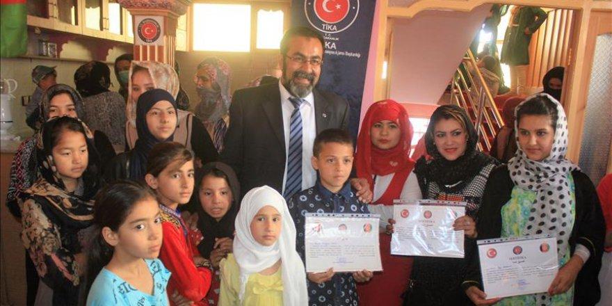 Afganistan'da Türkçe kursunu bitiren talebeler sertifikalarını aldı