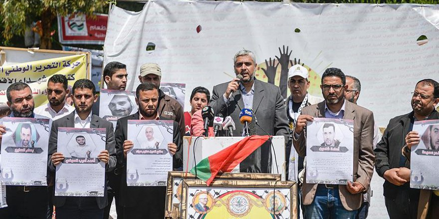 Gazzeli gazetecilerden Filistinli tutuklulara destek gösterisi