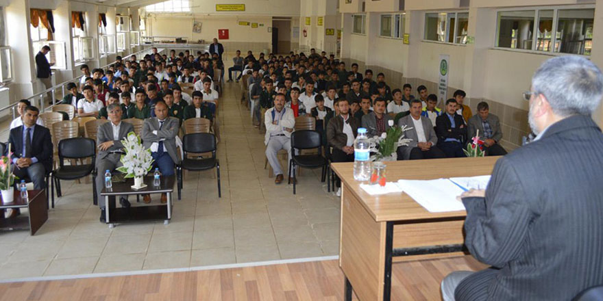 Şanlıurfa'nın Hilvan ilçesinde Said Nursi konferansı