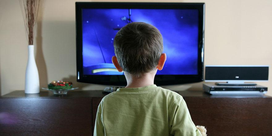 İşte televizyon izlemenin çocuklar üstündeki etkileri