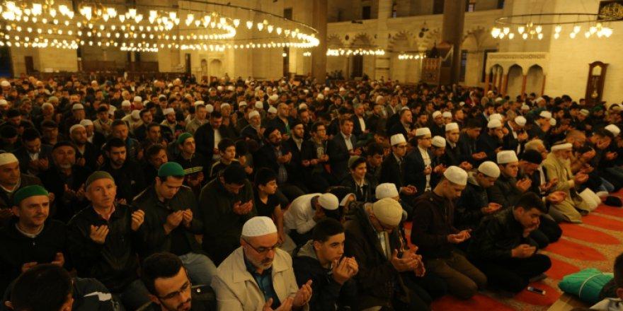 İki bin genç sabah namazında cemaatle buluştu