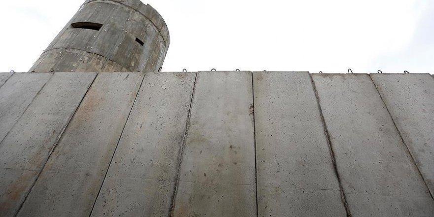 İsrail Lübnan ile arasına duvar çekiyor