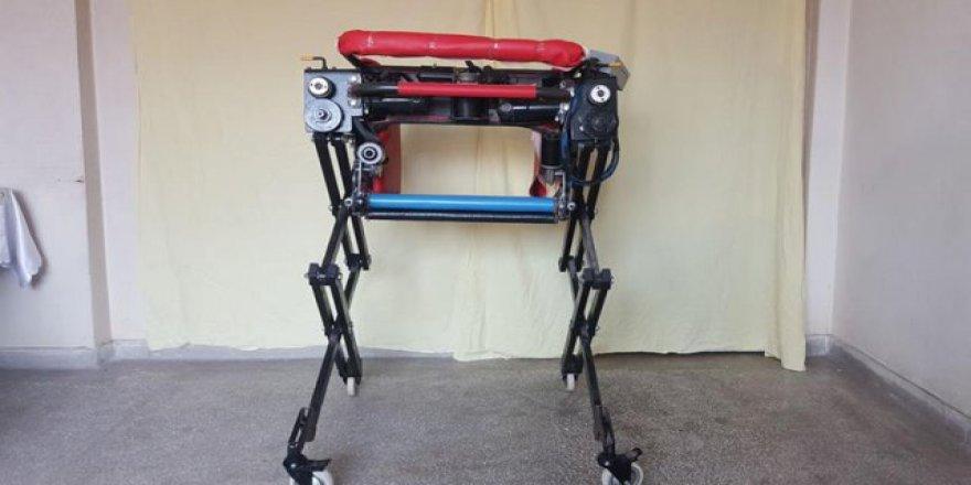 Engelli ve yatalak hastalar için 'robotik sandalye' yaptı