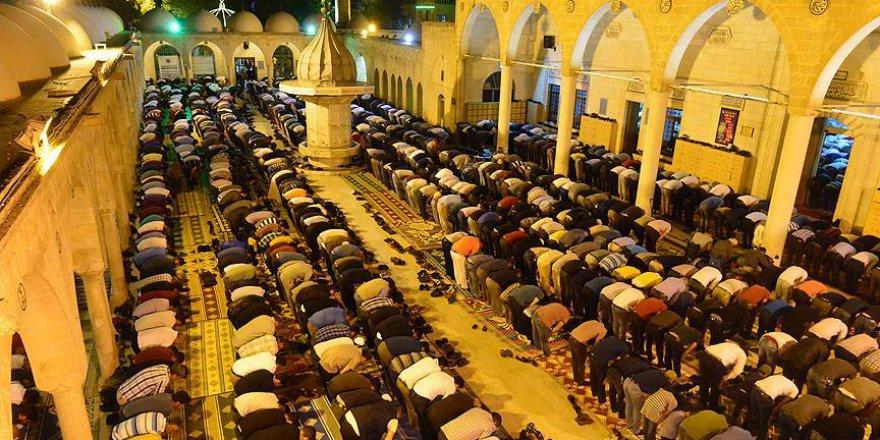 Berat Kandili coşkusu: Namaz, Kuran, dua