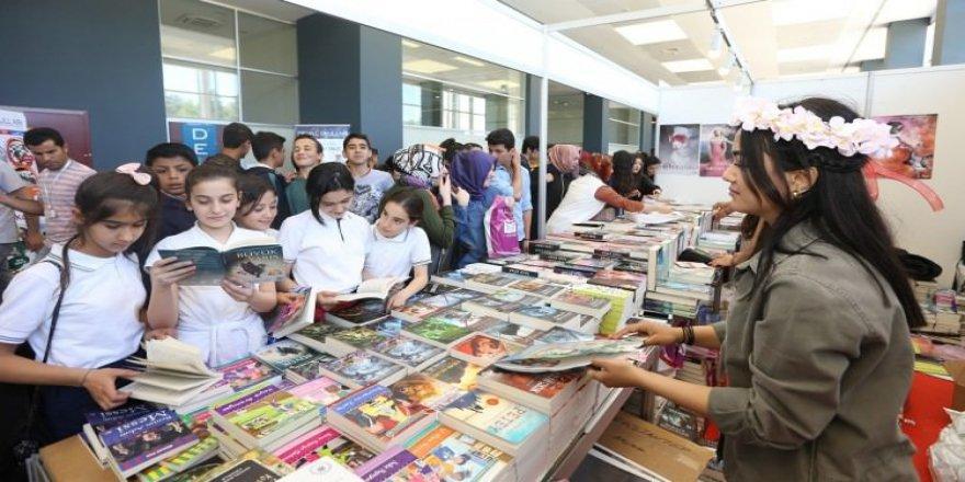 Kitap fuarını ilk üç gün 50 bin kişi ziyaret etti