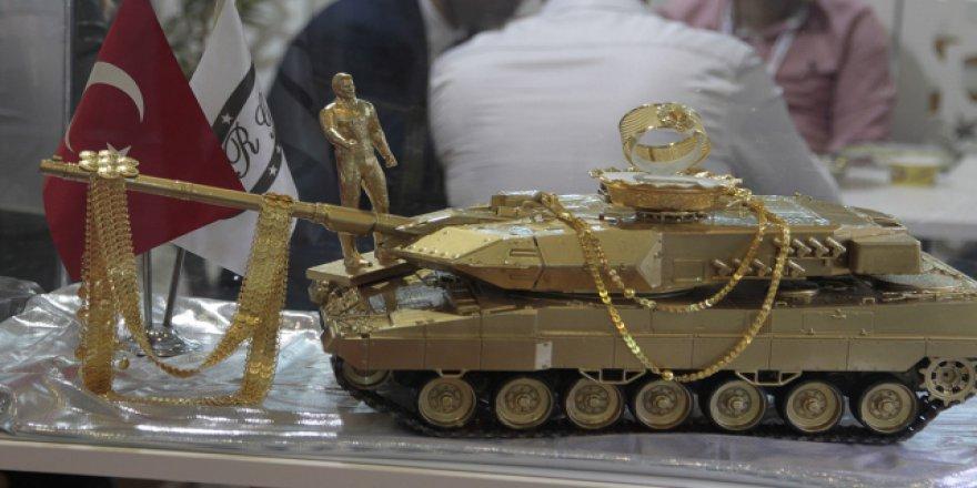 """""""15 Temmuz unutulmasın"""" diye tank maketini altınla kapladı"""