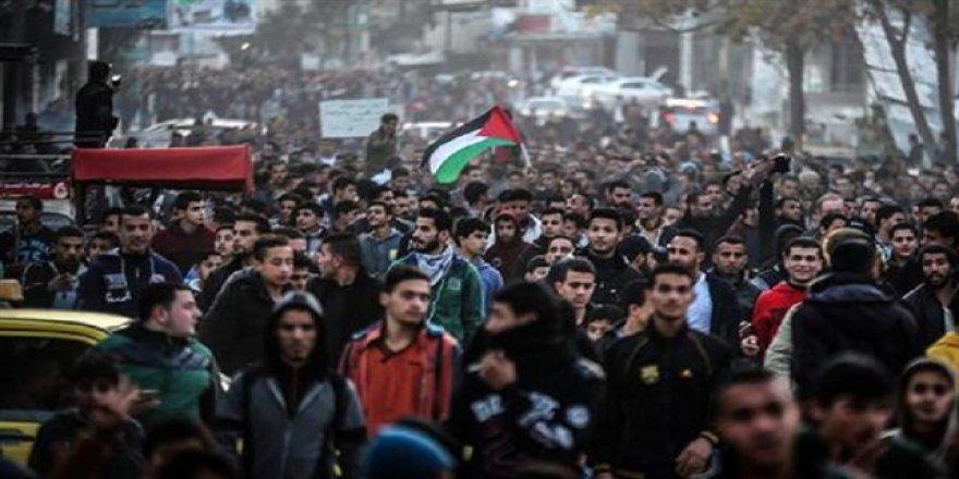 Gazze'de açlık grevindeki Filistinliler için protesto düzenlendi