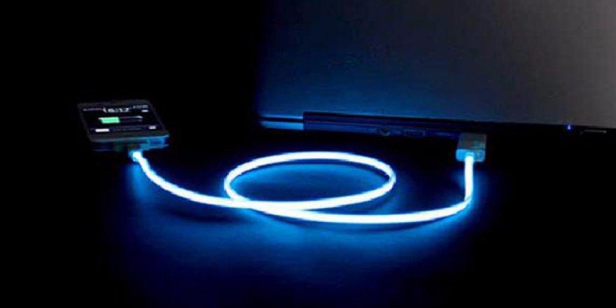 Apple'ın kabloları karanlıkta parlayacak