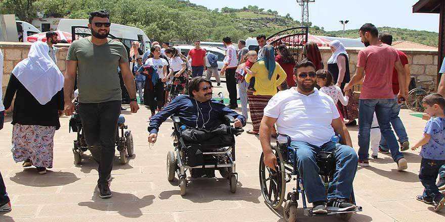 Engelliler peygamber kabirlerini ziyaret etti
