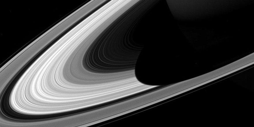 Satürn'ün halkaları bahar ile birlikte değişiyor