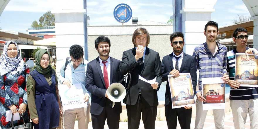 Antalya Üniversitesi öğrencileri Ayasofya için 15 bin imza topladı