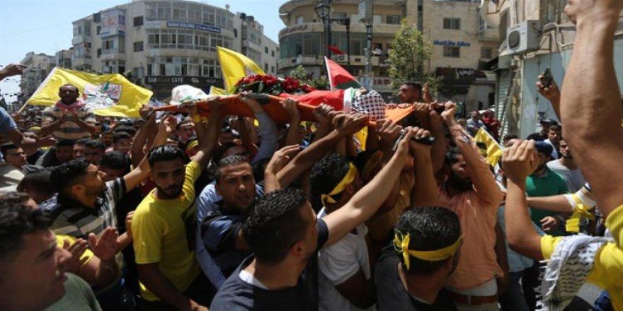 Filistinliler 16 yaşındaki Fatıma için toplandı!