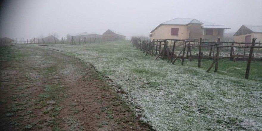 Giresun'a Mayıs ortası kar yağdırıldı