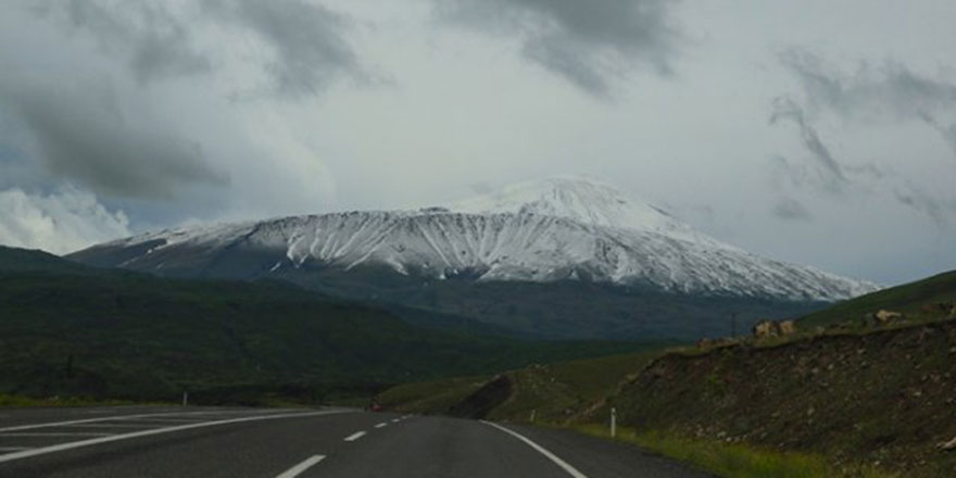Doğu Anadolu'da bahar karı yağdırıldı